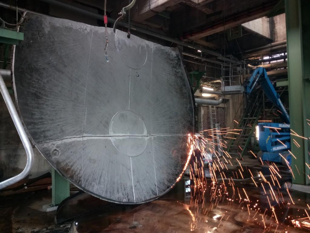 Demontage 130m³ Niro Lagertank 10